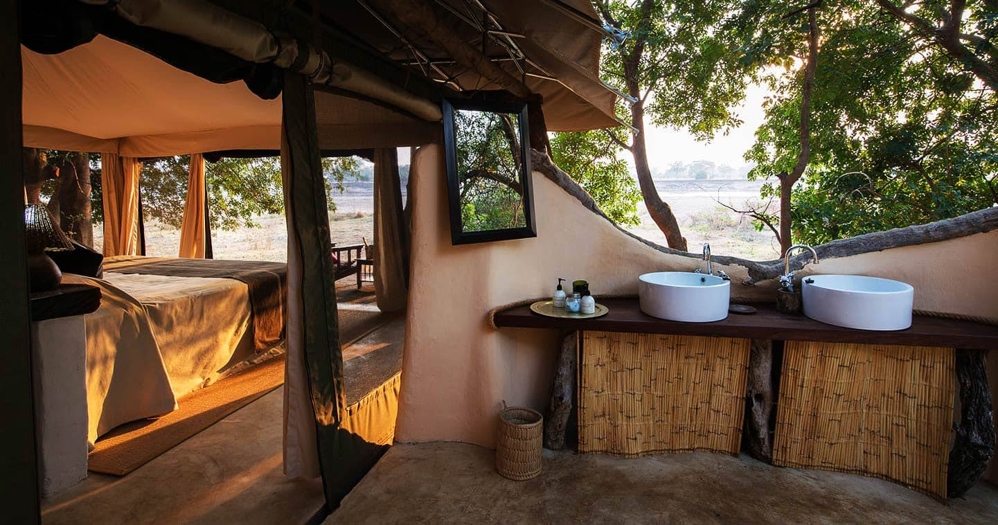 Open air bathroom at Tena Tena Camp for a luxuy Zambia safari